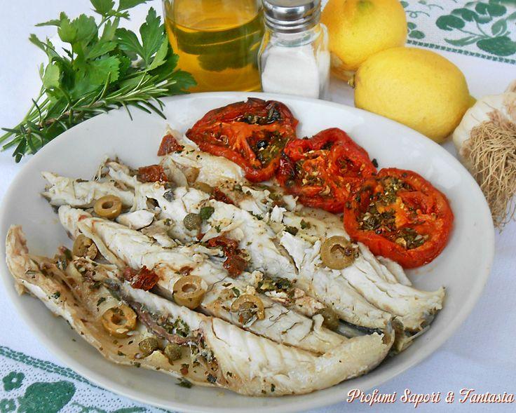 Branzini ai capperi e olive al forno, una ricetta e sicuramente un metodo di cottura veloce e sana a cui ricorro molto spesso. Una pietanza molto saporita.