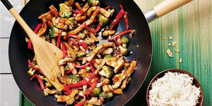Recept: malse kip-cashew met broccoli in Chinese hoisinsaus | Women's Health