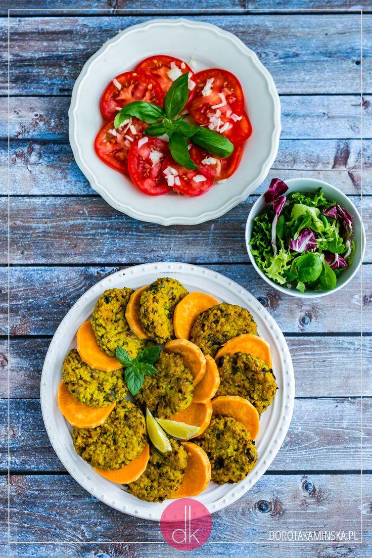 Kotlety z bobu pieczone w piekarniku, choć można też je ugrillować lub usmażyć na patelni. #przepis #kotlety #obiad #bób #kuchnia #jedzenie #gotowanie