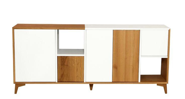 Présentée ici dans sa version bahut 5 portes, la collection Helsinki comprend également une table haute, une table basse, un meuble TV et une colonne. L'ensemble de ces meubles est intégralement sur-mesure et personnalisable : dimensions, choix du traitement du piétement en bois ou en métal, choix de la couleur de la laque.