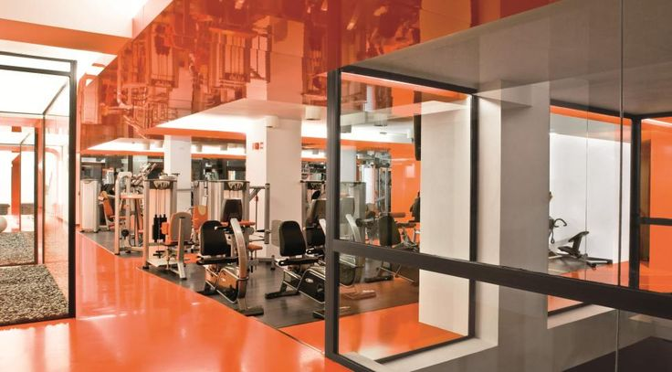 The interior design of Miribilla Fitness Club, a sports facility (Bilbao, Spain) is accentuated with Formica® HPL laminate in an AR Plus® high gloss finish, which provides a bright orange continuous colour on the ceilings and walls
