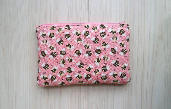 Pochette imbottita in cotone americano rosa con apine e chiusura con cerniera