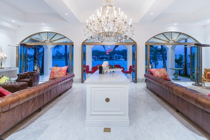Huge mansion home on the Gold Coast. On the riverfront with beautiful Chandelier. House for Sale Surfers paradise, QLD 111 Commodore Drive