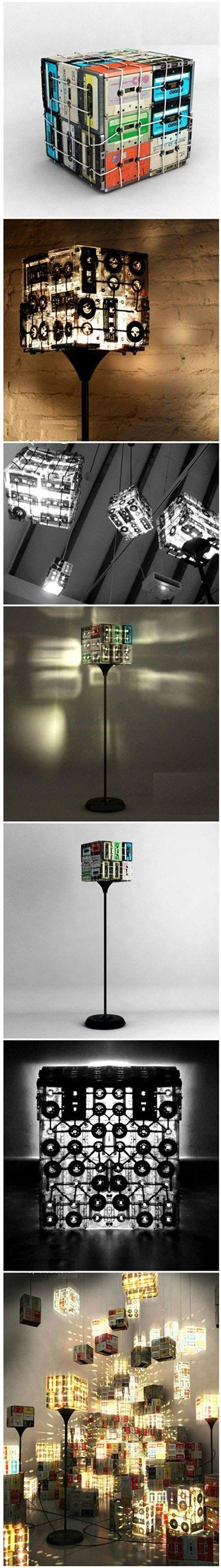 Retro #Lampe aus #Kassetten, die sich auch ohne große #DIY Erfahrung einfach selbst machen lässt!