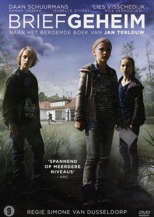 Hele film. Eva vindt in de tuin van de buren een geheimzinnige brief en raakt zo met haar vrienden Jackie en Thomas betrokken bij een misdadig complot. Maar kan ze haar vader nog wel vertrouwen?.