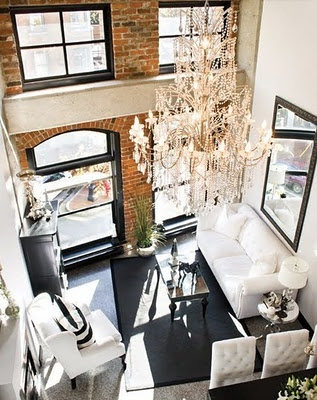indretning: Black Window, Chandelier, Living Rooms, Brick Wall, Black White, High Ceilings, Exposed Brick, Small Spaces, Expo Brick
