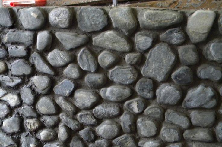 Operatiunea de placare cu piatra a unui gard. Detalii pe BricoHub.ro