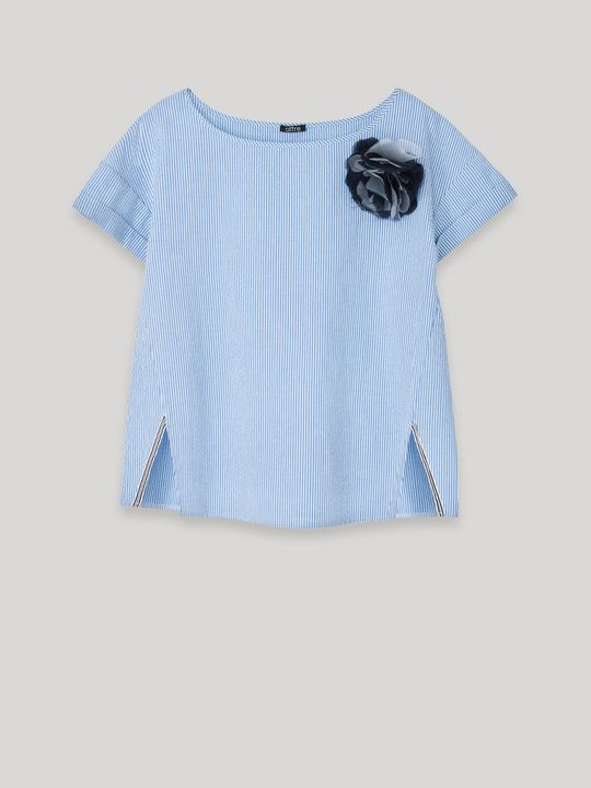 Blusa con spilla a fiore, colore Blu - Indossato