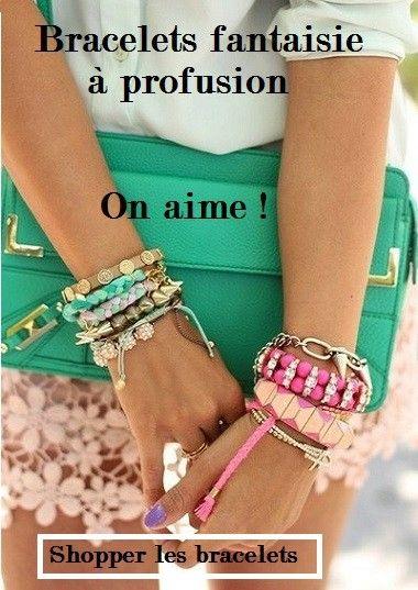 Bracelets fantaisie à profusion.