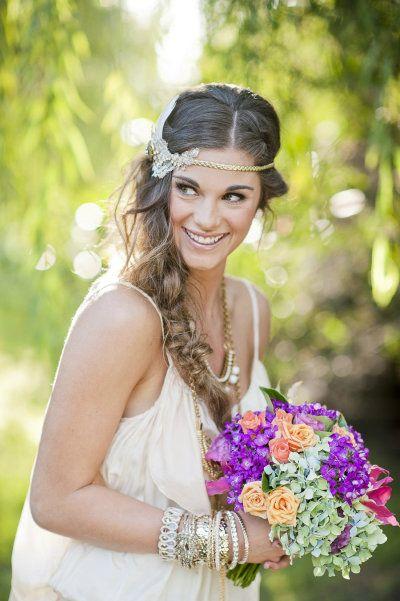 Una novia hippie chic con un montón de pulseras...