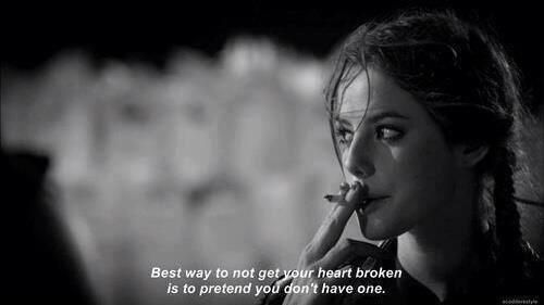 """""""La meilleure façon de ne pas avoir le coeur brisé est de prétendre que tu n'en n'as pas."""" pic.twitter.com/nP5iaH3FDi"""