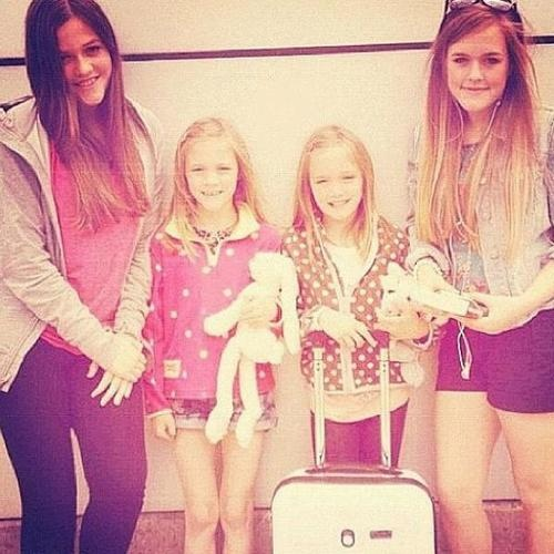 The Tomlinson sisters. They're gorgeous! Some dang good genes right there! Now we just need the baby twins in it.