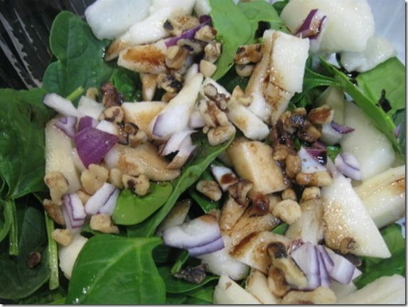 Spinach Pear Salad - just had this for lunch and it was delicious!