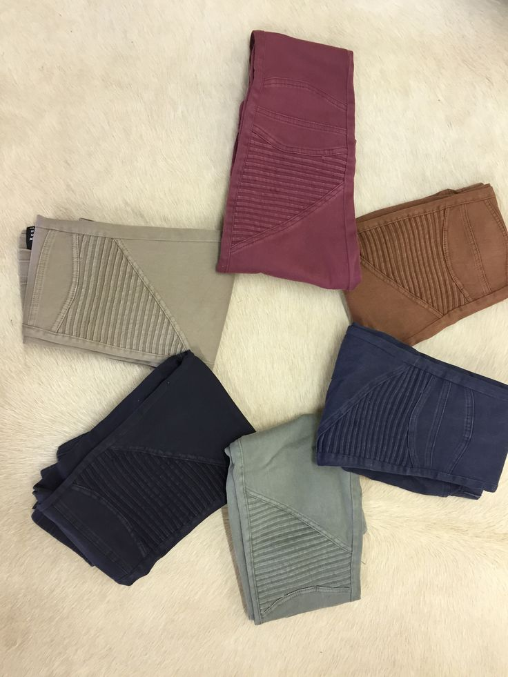 Your new favorite pants available in several colors that have zipper detail on the ankle and elastic waist band. 97% Cotton, 3% Spandex Fit Approx. Small: 2-4, Medium: 4-6, Large: 8-10