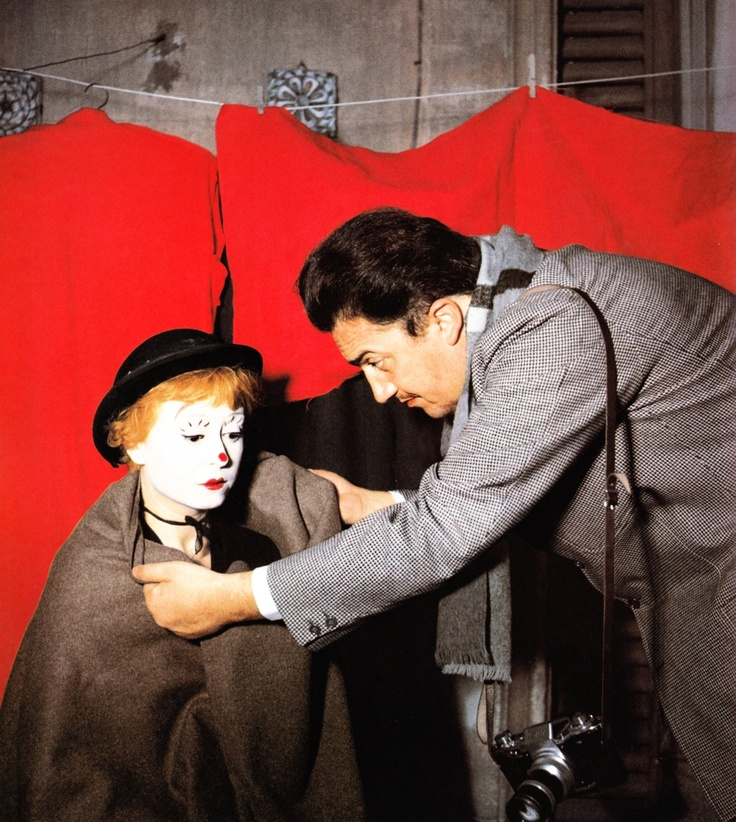 Giulietta Masina & Federico Fellini on the set of La Strada (1954)  #GiuliettaMasina