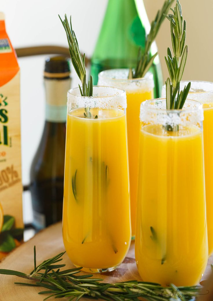 A delightful new brunch drink that is full of flavor to sip on! Orange juice, prosecco, and a rosemary simple syrup are encompassed in this brunch cocktail!