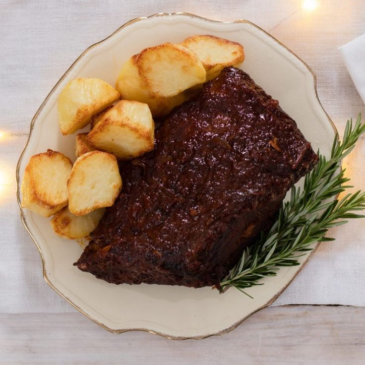 Slow-Cooked Roast Beef with Tomato Gravy
