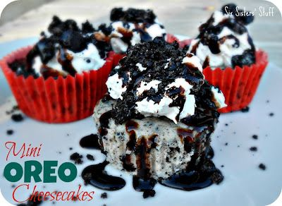 Mini Oreo Cheesecakes- easy to serve and eat because they are baked in a cupcake liner! SixSistersStuff.com #Oreo #dessert #cheesecakeCupcake Liners, Cupcakes Liner, Minis Dog Qu, Chocolates Syrup, Oreo Desserts, Parties Food Recipe, Six Sisters Stuff, Oreo Cookies, Minis Oreo Cheesecake