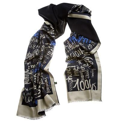 Mink Black - Las palabras que nos inspiran, escritas con tinta, en su versión invernal.Elegante foulard de doble cara: cara estampada en twill de seda y cara lisa enlana-seda.