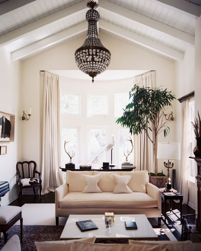 Simple Eclectic Décor - Golden White Decor