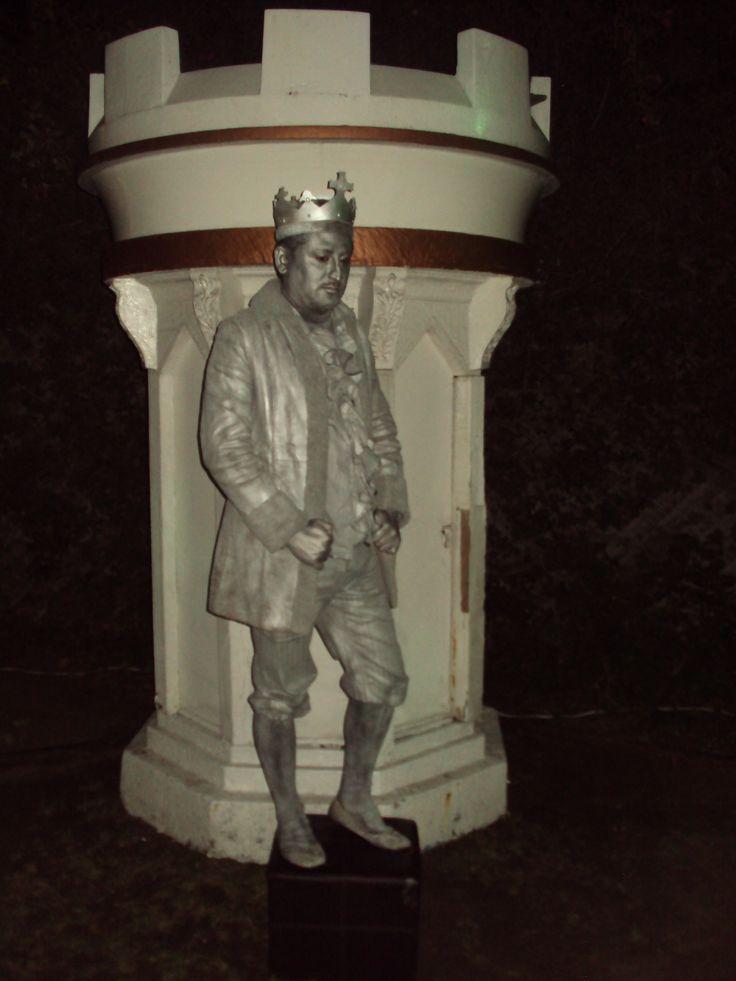 estatua vivientes del rey en tijuana