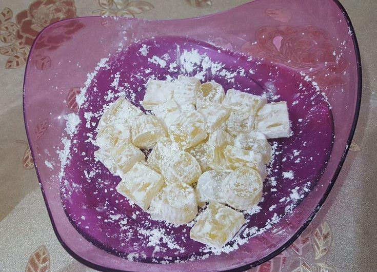από την Maria Afisova Υλικά: 200μλ νερό 25γρ ζελατίνη 2 κ.σ. γλυκαντικό χρώμα ζαχαροπλαστικής