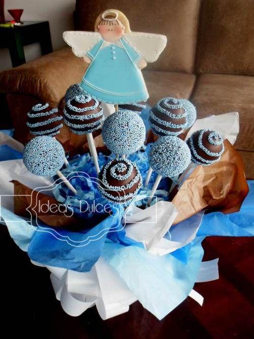 Arreglo de Cake Pops y galleta de Angelito para el bautizo de Sebastián