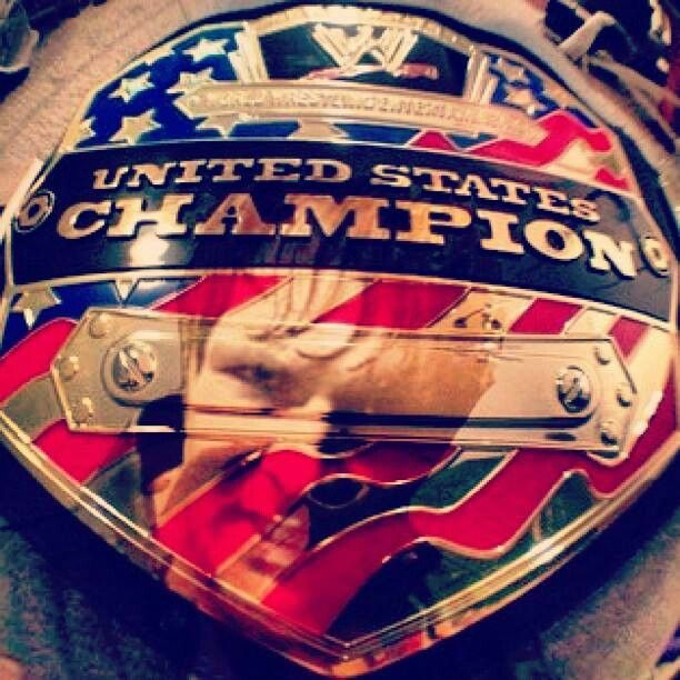 Dean Ambrose United States Champion. Probably one of the coolest photos.