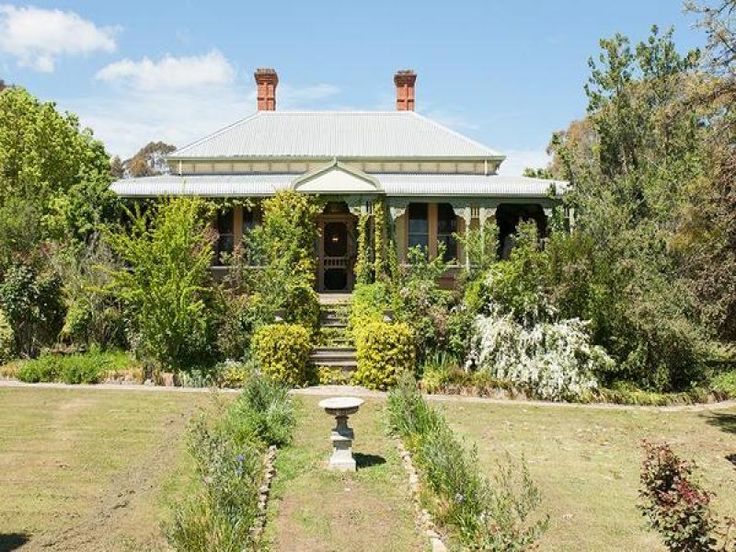 Dudleigh circa 1890 - Castlemaine Magnificent Victorian, with grandeur and style on 3900sqm - quintessential country living. www.cantwellproperty.com.au