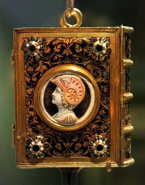 Girdle Book, 16th century. British Galleries, Victoria and Albert Museum, London.