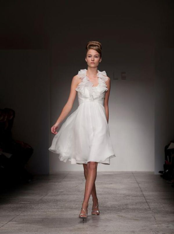 Vestido de noiva curto e delicado!