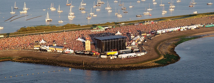 De Brouwersdam ligt op 15 minuten rijden van Grand Hotel Ter Duin. Hier vindt op 28 en 29 juni Concert At Sea plaats. Op 10 augustus kunt u hier dansen op de beats van bekende DJ's tijens Beachboom. En van 7 t/m 14 september vindt het WK Windsurfen hier plaats.