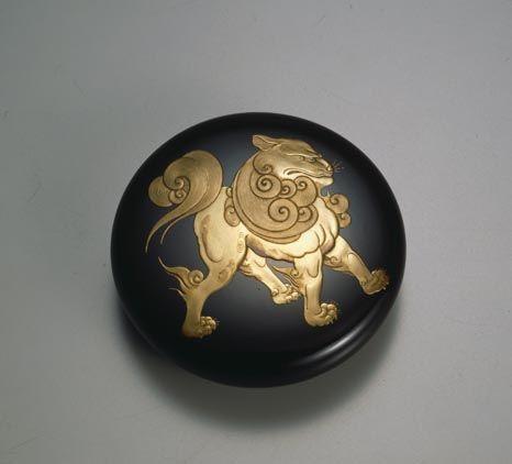 蒔絵の最高峰 人間国宝松田権六   《獅子蒔絵香合》 1916年  Lion Maki-e Incense Case made by Gonroku Matsuda  (National living treasure)