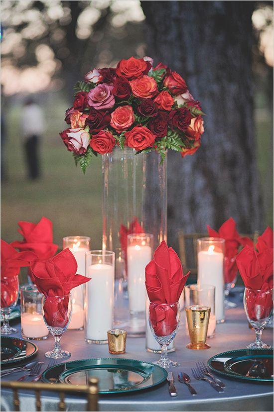 Pieza central rosas rojas.