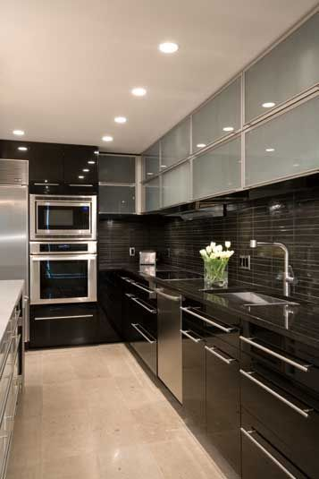 Ideas para decorar cocinas color negro http://comoorganizarlacasa.com/ideas-decorar-cocinas-color-negro/