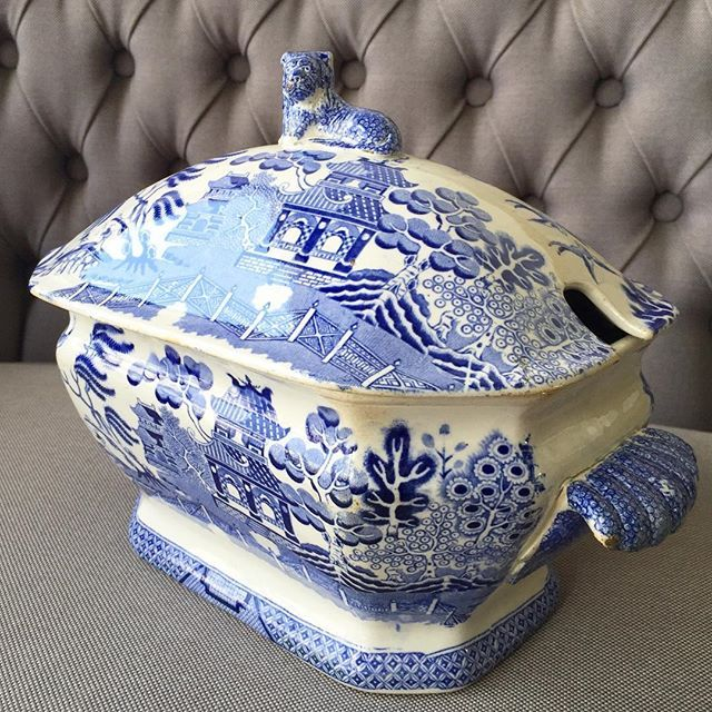 ... the Old Willow Tree pattern ... the older pieces the better ... @ #myrabbithole #antique #vintage #blue #white #oldwillowtree #gorgeous #tureen #stoneware
