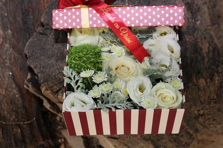#flowers #box #flowersinabox #madewithjoy #paulamoldovan #livadacuvisini *in interiorul cutiei si se poate pune capacul  marimea cutiei S(13cm)-70 RON  marimea cutiei M(17cm)-100 RON marimea cutiei L(20 cm)-130 RON -pentru alte dimensiuni, cereti oferta -pentru comenzi peste 10 buc, personalizam oferta Comenzi 0723183222 sau livadacuvisini@yahoo.com Contact Paula Moldovan