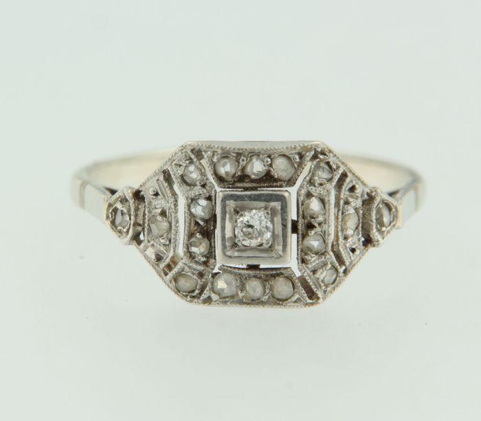 Online veilinghuis Catawiki: Gouden ring bezet met Bolsjewiek- en roos geslepen diamanten