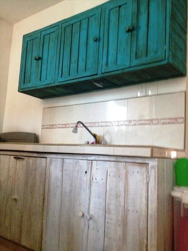 Diy pallet hanging kitchen cabinet hanging kitchen cabinets pallets and pallet furniture Www wooden furniture com