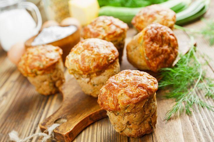 Découvrez une recette simple de muffins aux zucchi...