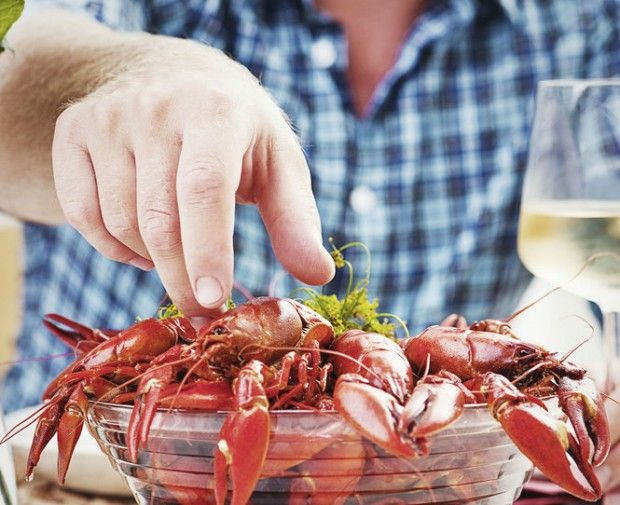 Pairing wine with a spicy South Louisiana crab, crawfish and shrimp boil can be tricky to get just right. Here's a guide to which reds, whites and sparkling wines go best.