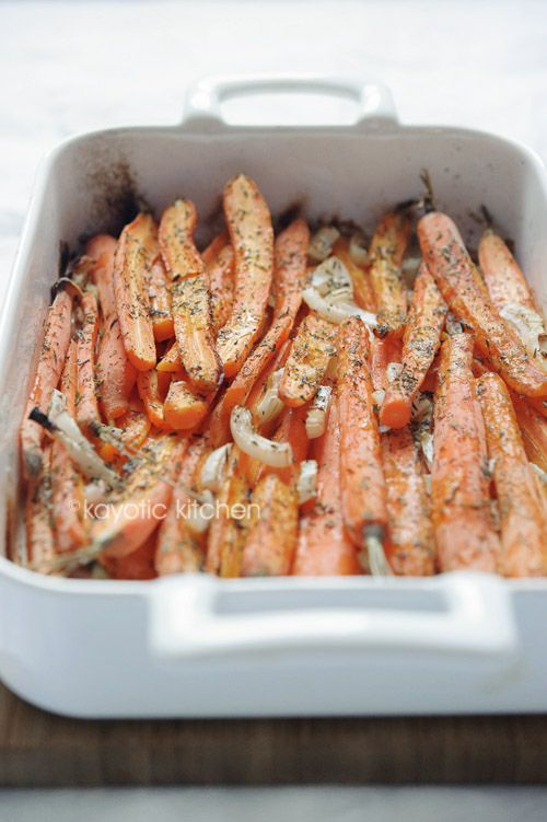 1 bunch of carrots (around 10 oz) 1 large onion 2 garlic cloves 1 tbsp lemon juice 4 tbsp chicken or vegetable broth 1 tbsp olive oil 2 oz butter 1 tsp dried thyme 1/2 tsp dried parsley salt & pepper