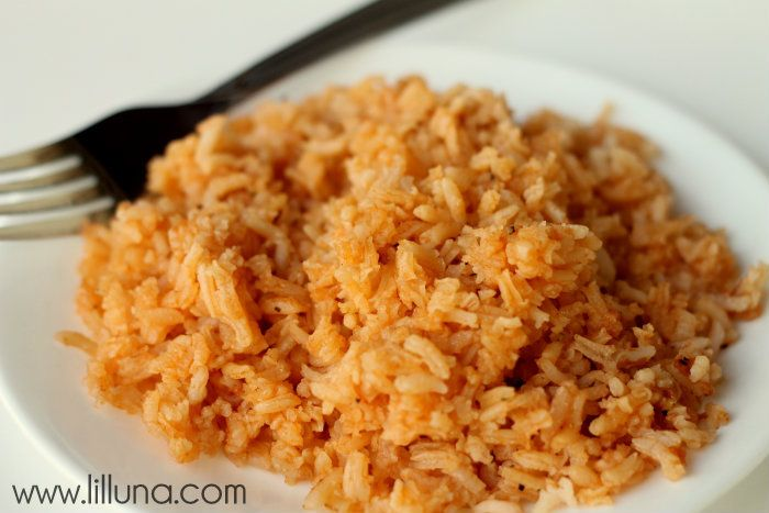 Restaurant Style Spanish Rice. LOVE this recipe on { lilluna.com }
