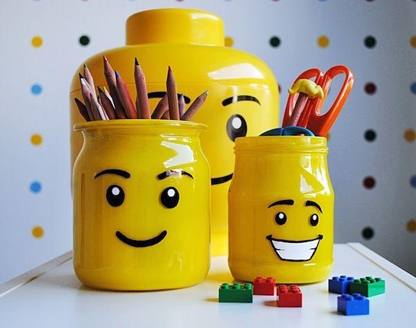 Pots reciclats per posar llapissos de vidre, de cartró, de llaunes...