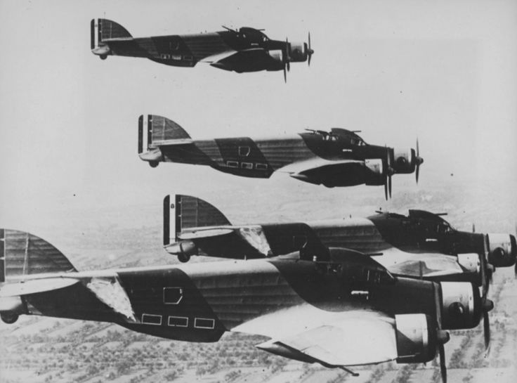Italian bombers SM.79 «Sparviero» fly in tight formation