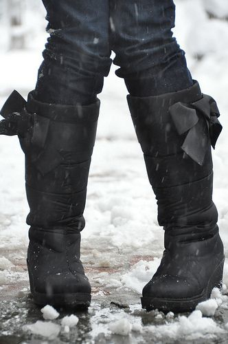 I think these are the only cute snow boots on the face of the planet... and I want them SO BAD.