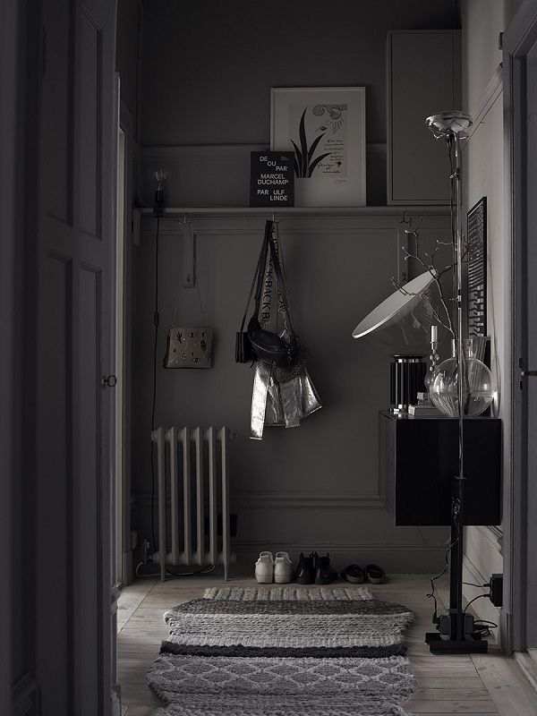 a dark grey entrance to create a dramatic impression, right from the start