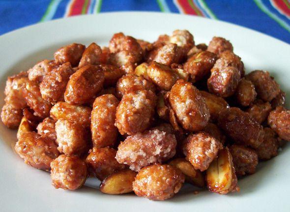 Deliciosos y crujientes cacahuates garapiñados, ideal para una buena botana viendo la televisión o para compartirla con los amigos.