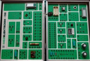 Stavebnice MEZ Elektronik 02 -  koženkový kufřík