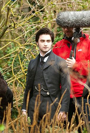 """Daniel Radcliffe n the set of his new movie """"The Woman in Black"""""""